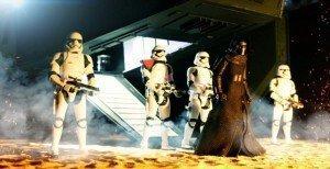 Foto Kylo Ren escoltado por first order en Star Wars