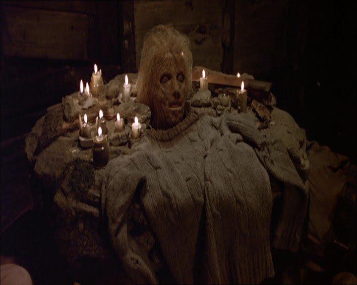 Foto de la cabeza decapitada de la madre de Jason Voorhees