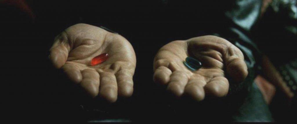 Foto pastilla roja o azul en película Matrix