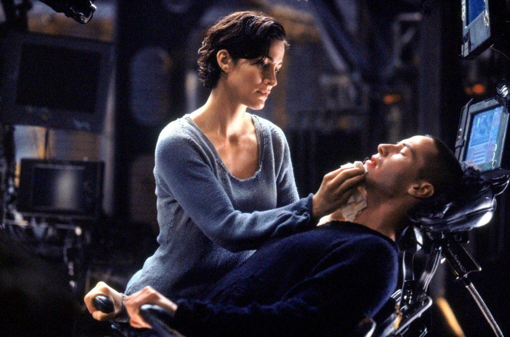 Foto Trinity con Neo cuando está conectado a Matrix